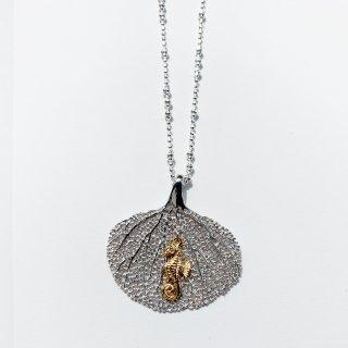 サンゴとタツノオトシゴのネックレス
