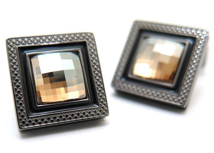 TATEOSSIAN(タテオシアン)クリスタル クアドラートネーロスワロフスキーカフス(ゴールド)(カフスボタン/カフリンクス) - ブランドの画像