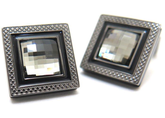 TATEOSSIAN(タテオシアン)クリスタル クアドラートネーロスワロフスキーカフス(ブラックダイヤモンド)(カフスボタン/カフリンクス) - ブランドの画像
