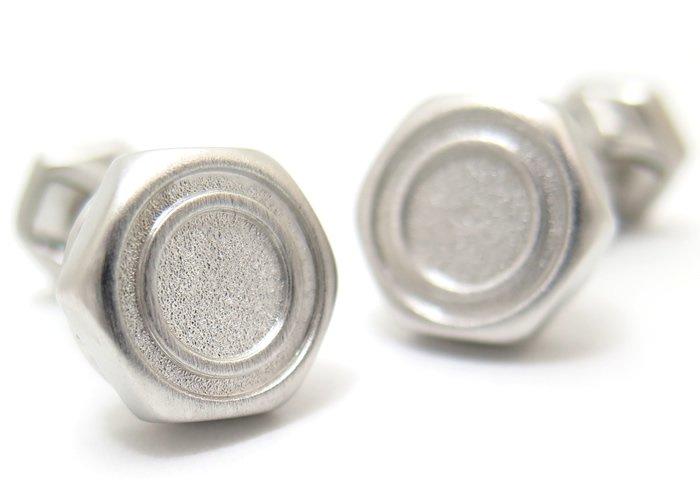 TATEOSSIAN(タテオシアン) メカニカル 六角ナット&ボルトシルバーカフス(ブラッシュロジウム)(カフスボタン/カフリンクス) - ブランドの画像