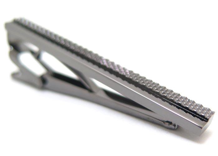 MEN'S BA-TSU(メンズバツ) ダイヤモンドパターンブラックタイクリップ(ネクタイピン/タイバー) - ブランドの画像