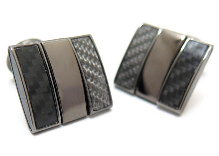 TATEOSSIAN(タテオシアン) カーボンファイバースクウェアツイストカフス(ガンメタル、ブラックカーボン、グレイアルテックス)(カフスボタン/カフリンクス) - ブランドの画像