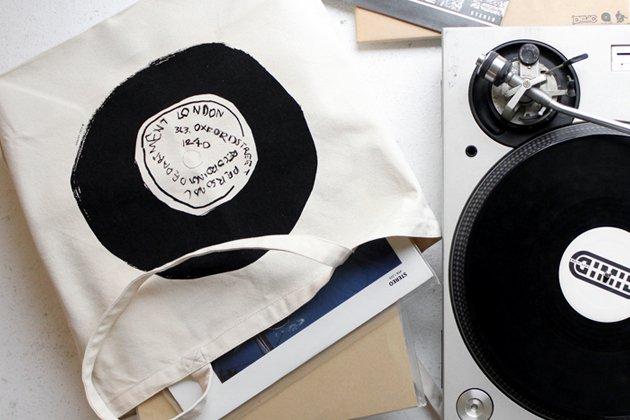 「CLASKA(クラスカ)」の林青那個展「OBJET」レコードトートバッグ