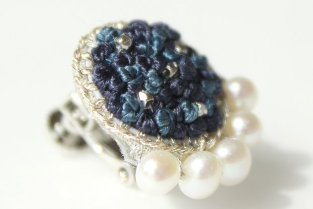 「stitch(スティッチ)」の「Round Pearl ネイビー」(ピアス/イヤリング)
