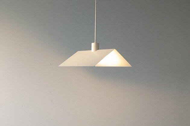 「CLASKA(クラスカ)」のランプ「Roof in the House アイボリー」