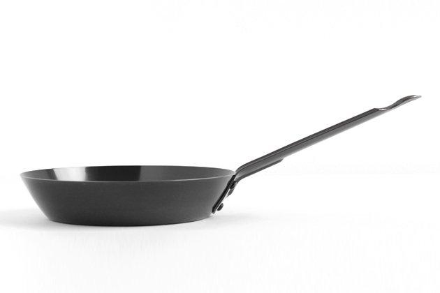 工房アイザワのブラックピーマン鉄フライパン(16cm)