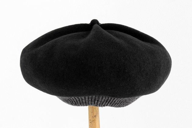 「mature ha.(マチュアーハ)」のベレー帽「BERET top gather rib 2 tone MKF2111TT」