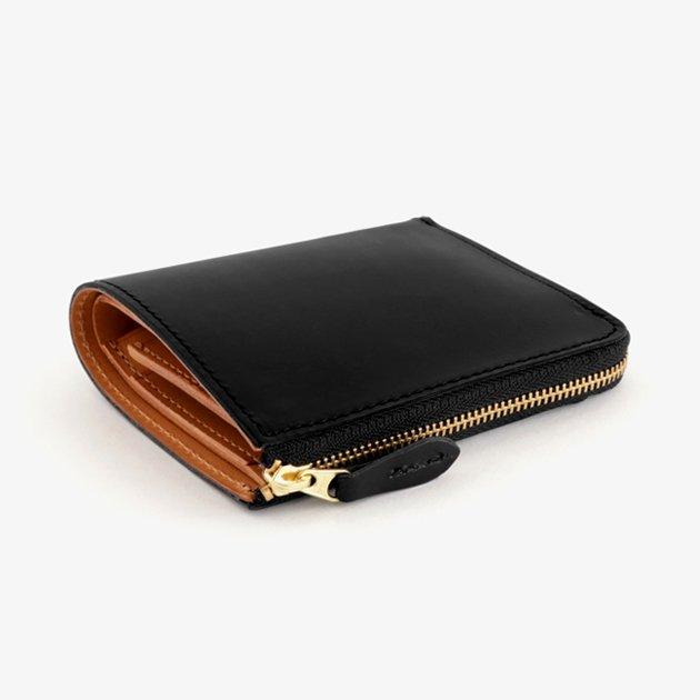 「CLASKA(クラスカ)」の折りたたみ革財布「SQUARE WALLET(スクウェアウォレット)」
