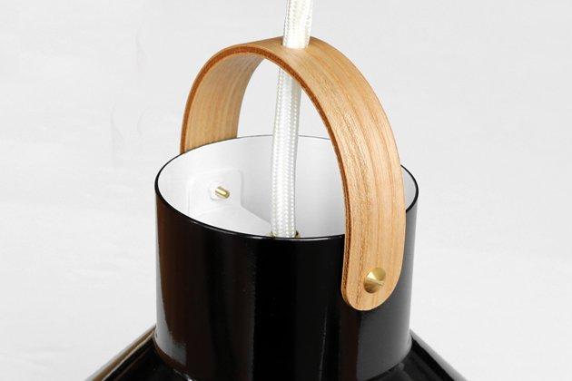 「CLASKA(クラスカ)」のランプ「アトリエランプ ブラック」