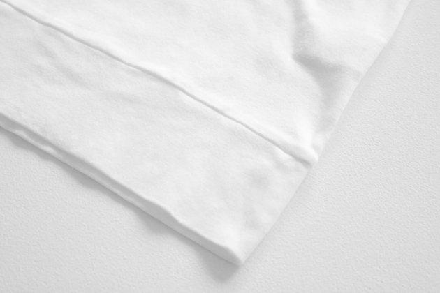 「CLASKA(クラスカ)」発のアパレルブランド「HAU(ハウ)」の半袖ハイネックインナートップス