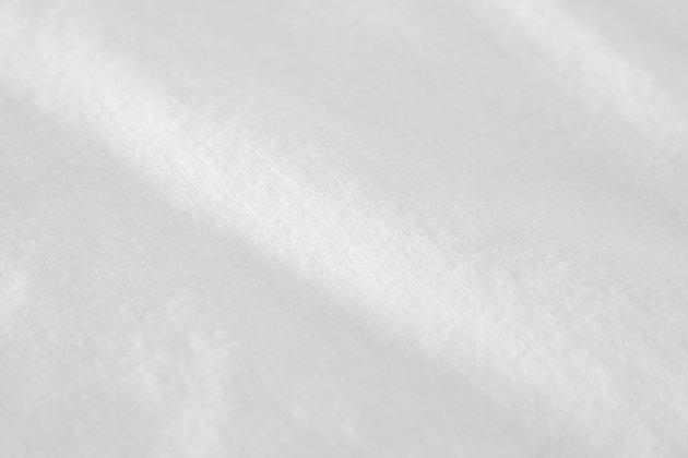「CLASKA(クラスカ)」発のアパレルブランド「HAU(ハウ)」の半袖ハイネックインナートップスの生地