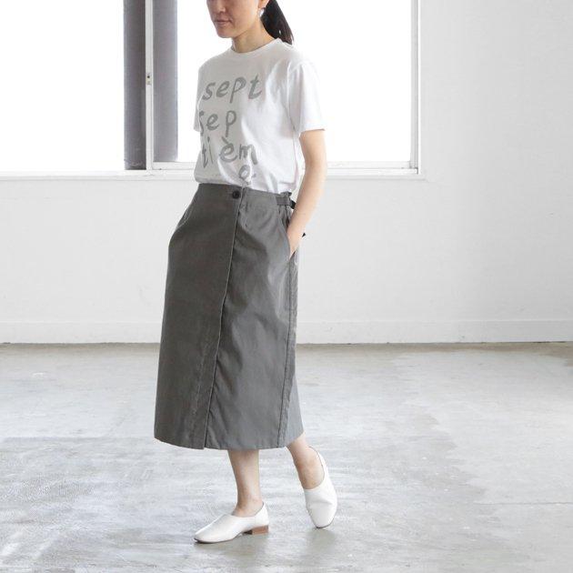 「CLASKA(クラスカ)」が堀井和子さんと作ったグリーフラネルのコットンスカート