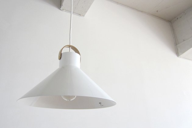 「CLASKA(クラスカ)」のランプ「アトリエランプ ホワイト」
