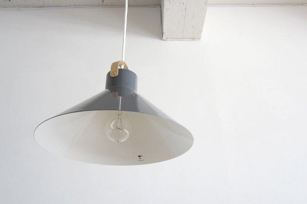 「CLASKA(クラスカ)」のランプ「アトリエランプ グレー」