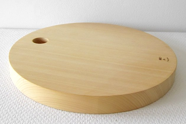 「CLASKA(クラスカ)」の丸型カッティングボード