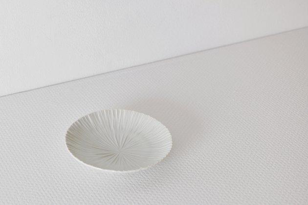 九谷青窯の白磁内しのぎ4.5寸皿