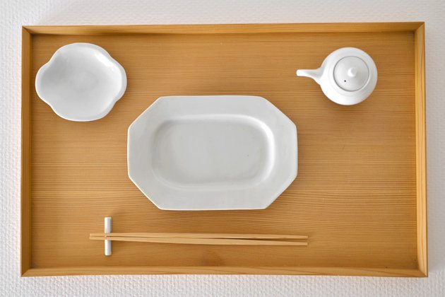 九谷青窯の白磁八角長皿使用例