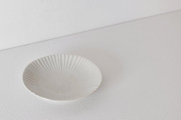 九谷青窯の白磁内しのぎ5.5寸皿