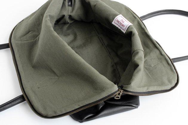「CLASKA(クラスカ)」のレザートートバッグ「シルバトートバッグ」