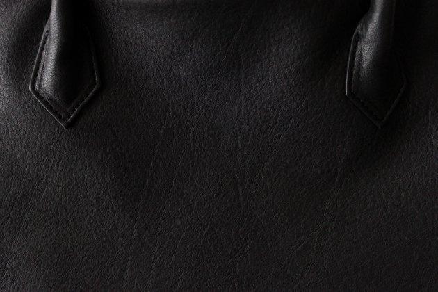 「CLASKA(クラスカ)」のレザートートバッグ「シルバトートバッグ」の革