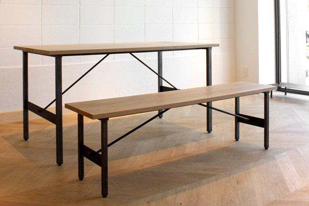 「CLASKA(クラスカ)」の「Iron Brace」ダイニングテーブルとベンチ