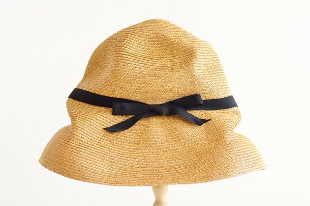 「mature ha.(マチュアーハ)」のブレードハット「BOXED HAT 101 ミックスブラウン×ブラックリボン」