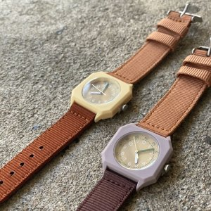 <img class='new_mark_img1' src='https://img.shop-pro.jp/img/new/icons14.gif' style='border:none;display:inline;margin:0px;padding:0px;width:auto;' />mini kyomo kids watch