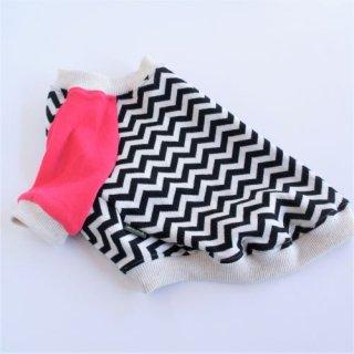 ギザギザ柄のラグランTシャツ 白×ピンク