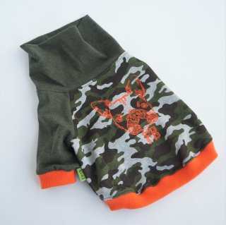 JUNBULL迷彩グリーン×オレンジ 伝七プリントのハイネックTシャツ