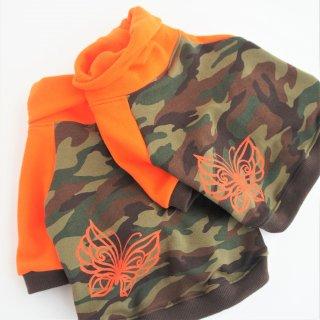 【完成品・即発送】JUNBULLハイネックトレーナー 迷彩×オレンジ 蝶々プリント