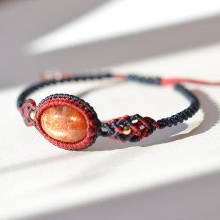 【一点もの】マクラメ2色フレームのブレスレット/サンストーン(インド産)