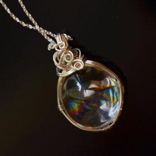【一点もの】レインボー水晶(アイリスクォーツ)のSV925ワイヤーラップペンダント