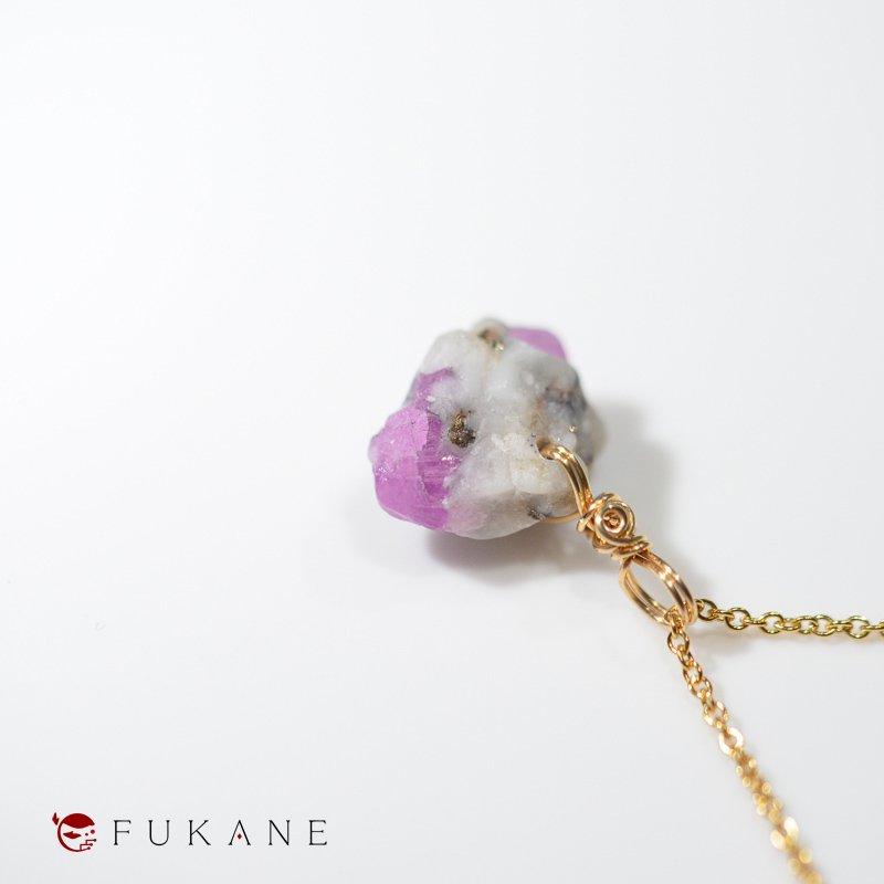 ルビー×金雲母、母岩付き(タジキスタン産)/鉱物ペンダント14KGF