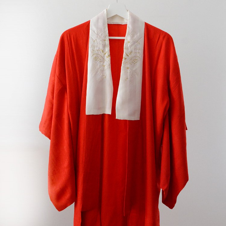 Juban Kimono Robe Long Japan Vintage Red White | 襦袢 鶴 刺繍襟 アンティーク着物 ジャパンヴィンテージ