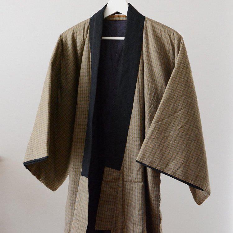 <img class='new_mark_img1' src='https://img.shop-pro.jp/img/new/icons8.gif' style='border:none;display:inline;margin:0px;padding:0px;width:auto;' />丹前 綿入れ 着物 ジャパンヴィンテージ 格子生地 昭和中期 | Hanten Padded Kimono Coat Japan Vintage Warm Tanzen