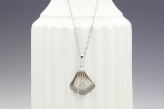 Shell form silver pendant