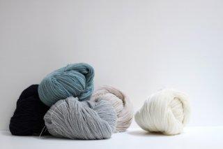 空気をまぜて糸にしたウールアルパカ(カセ糸)