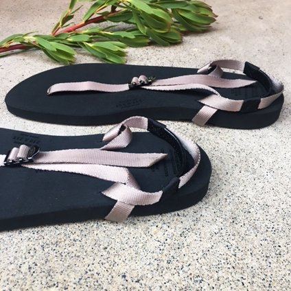 BEAUTIFUL SHOES(ビューティフルシューズ)Barefoot Sandals Gray