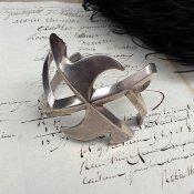 Swastika Cast Silver Bracelet (スワティカ シルバー バングル)