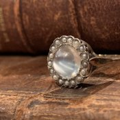 Victorian Moon Stone Antique Ring (ヴィクトリアン ムーンストーン アンティークリング)