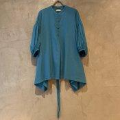 ikkuna/suzuki takayuki puff-sleeve blouse (イクナ/スズキタカユキ パフスリーブブラウス ) Turquoise blue
