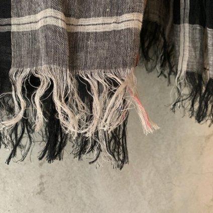 <img class='new_mark_img1' src='https://img.shop-pro.jp/img/new/icons13.gif' style='border:none;display:inline;margin:0px;padding:0px;width:auto;' />【予約販売】suzuki takayuki linen shawl(スズキタカユキ リネンショール)Black