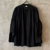 <img class='new_mark_img1' src='https://img.shop-pro.jp/img/new/icons13.gif' style='border:none;display:inline;margin:0px;padding:0px;width:auto;' />suzuki takayuki cape blouse (スズキタカユキ ケープブラウス)Black