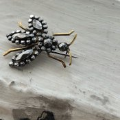 Victorian Cut Steel Bee Brooch(ヴィクトリアン カットスチール 蜂 ブローチ)