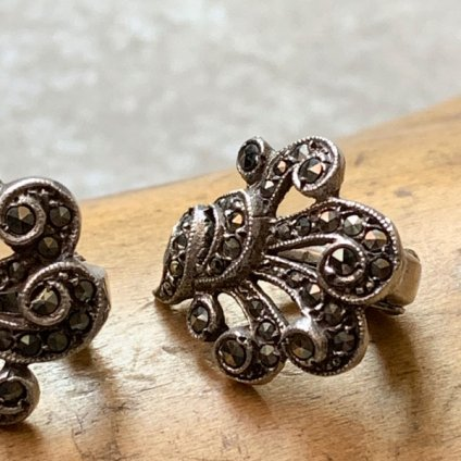 <img class='new_mark_img1' src='https://img.shop-pro.jp/img/new/icons13.gif' style='border:none;display:inline;margin:0px;padding:0px;width:auto;' />1930's Silver Marcasite earrings (1930年代 シルバー マーカサイト イヤリング)