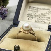 <img class='new_mark_img1' src='https://img.shop-pro.jp/img/new/icons13.gif' style='border:none;display:inline;margin:0px;padding:0px;width:auto;' />1950's 9KYG Pearl Ring(1950年代 9KYG パール リング)