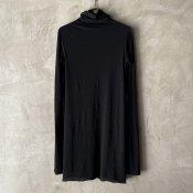 <img class='new_mark_img1' src='https://img.shop-pro.jp/img/new/icons13.gif' style='border:none;display:inline;margin:0px;padding:0px;width:auto;' />suzuki takayuki turtle-neck t-shirt (スズキタカユキ タートルネック Tシャツ)Black