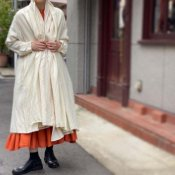 <img class='new_mark_img1' src='https://img.shop-pro.jp/img/new/icons13.gif' style='border:none;display:inline;margin:0px;padding:0px;width:auto;' />ikkuna/suzuki takayuki robe coat(イクナスズキタカユキ ローブーコート)Nude