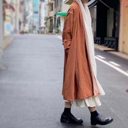 <img class='new_mark_img1' src='https://img.shop-pro.jp/img/new/icons13.gif' style='border:none;display:inline;margin:0px;padding:0px;width:auto;' />ikkuna/suzuki takayuki robe coat(イクナスズキタカユキ ローブーコート)Autumn leaf