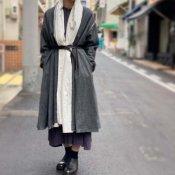 <img class='new_mark_img1' src='https://img.shop-pro.jp/img/new/icons13.gif' style='border:none;display:inline;margin:0px;padding:0px;width:auto;' />ikkuna/suzuki takayuki robe coat(イクナスズキタカユキ ローブーコート)Charcoal Gray